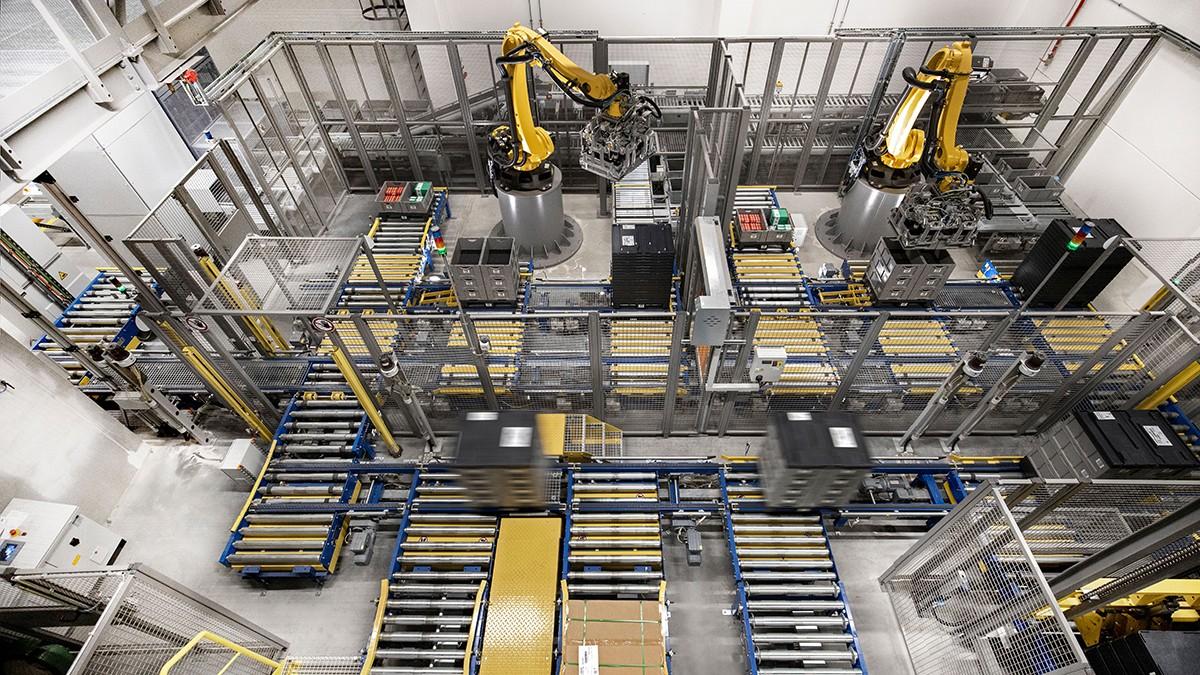 Roboții mai mici sunt din ce în ce mai folosiți pentru automatizarea sarcinilor monotone de manipulare și asamblare.