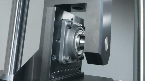 Proprietățile rulmentului sunt testate în laboratoare moderne de experimentare.