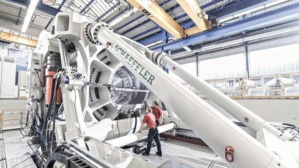 ASTRAIOS este una dintre cele mai moderne și mai puternice platforme de testare pentru rulmenți de dimensiuni mari din lume.