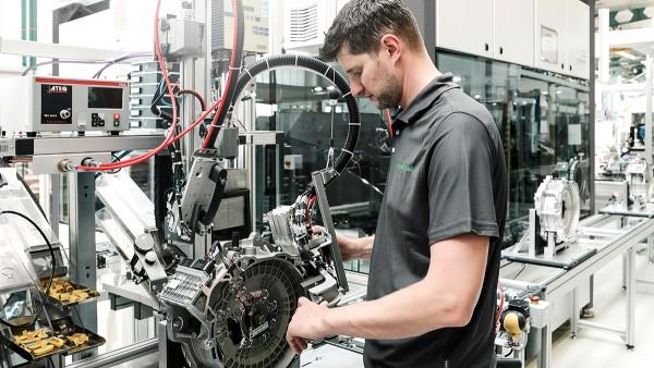 Testarea manuală a scurgerilor din modulele hibride