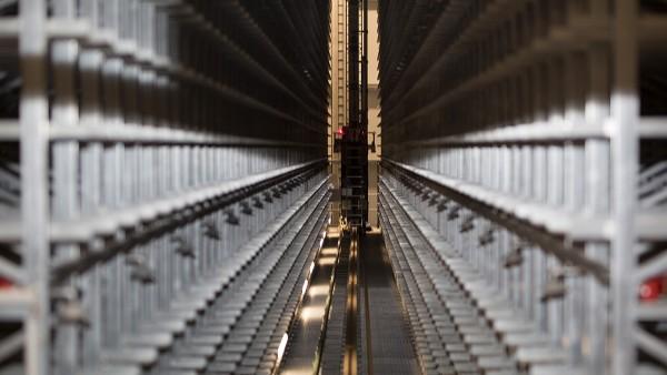 Unitățile de ridicare și deplasare ale sistemelor de depozitare și recuperare sunt monitorizate continuu prin dispozitivele SmartCheck.