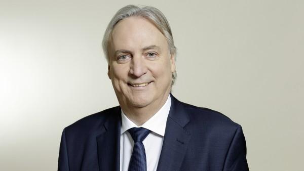 Director tehnologic prof. Dr.-Ing. Peter Gutzmer urmează să se pensioneze